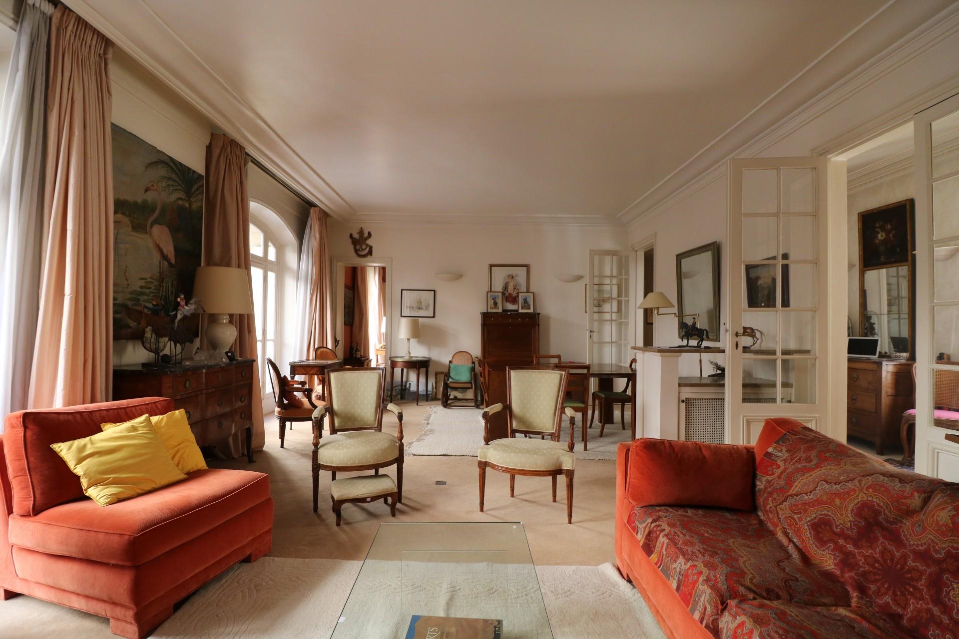 la-clef-des-villes-agence-immobiliere-paris-16-metro-ranelagh-photo-appartement-sejour-moulures
