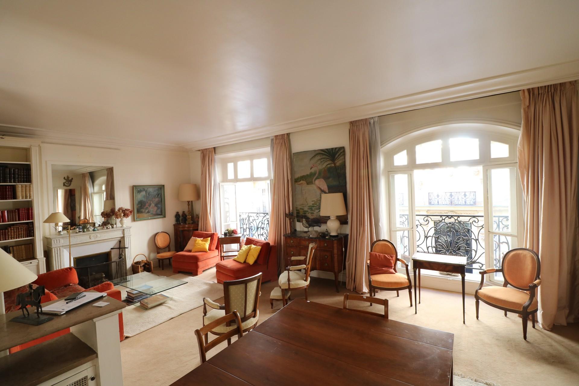 la-clef-des-villes-agence-immobiliere-paris-16-metro-ranelagh-photo-appartement-grandes-fenetres-annees-30