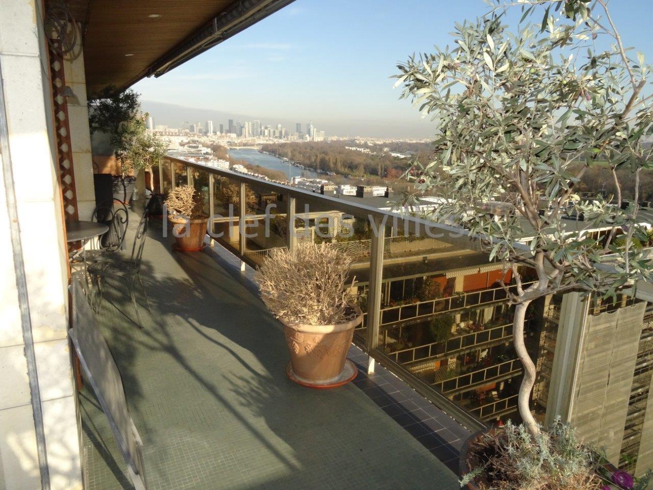 la-clef-des-villes-agence-immobiliere-boulogne-billancourt-chasseur-immobilier-hauts-de-seine-92-arnaud-mascarel-vente-appartement-saint-cloud-photo-balcon