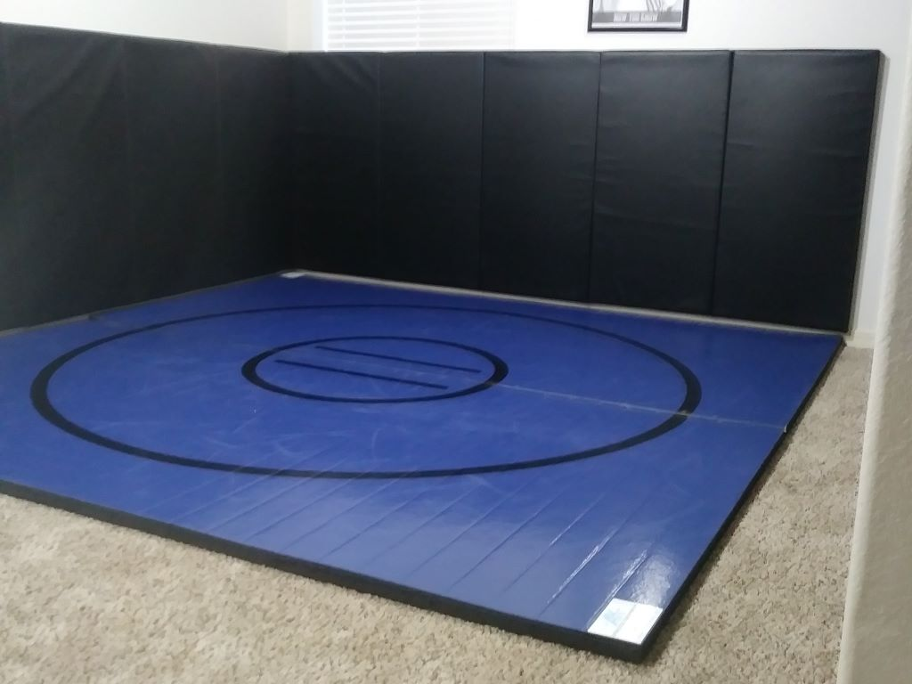 Wrestling floor and walls protection