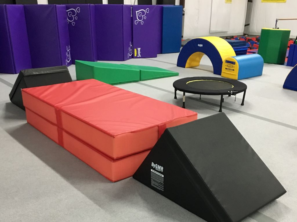 Gym landing safety crash mat
