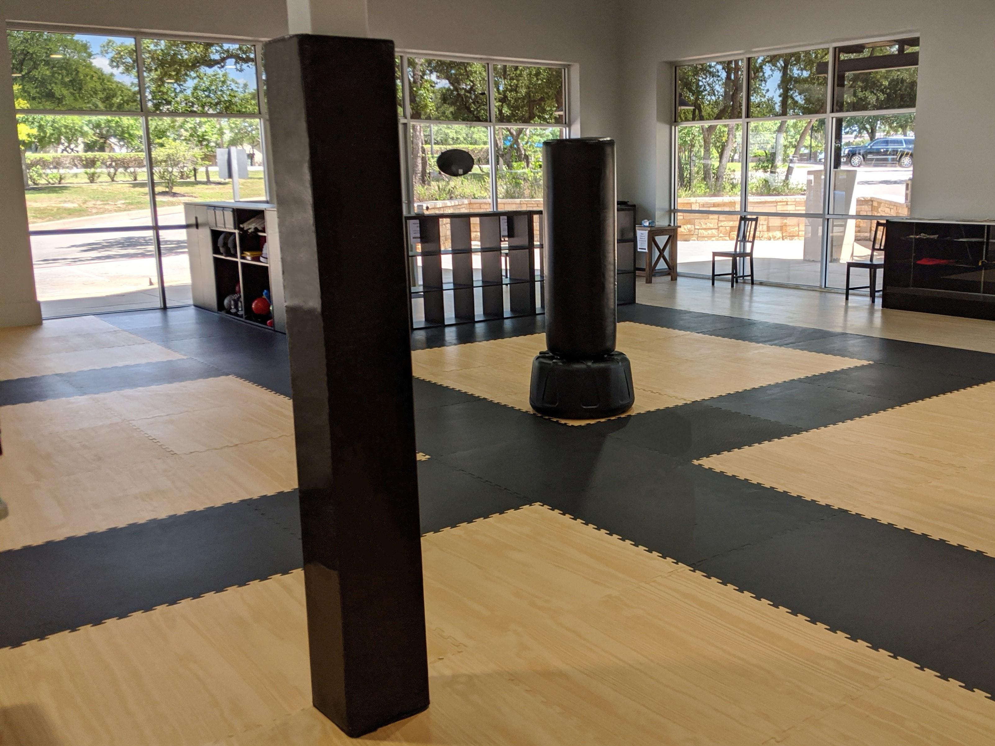 martial arts gym pole pads, mma gym padding, jiu jitsu black pole pad