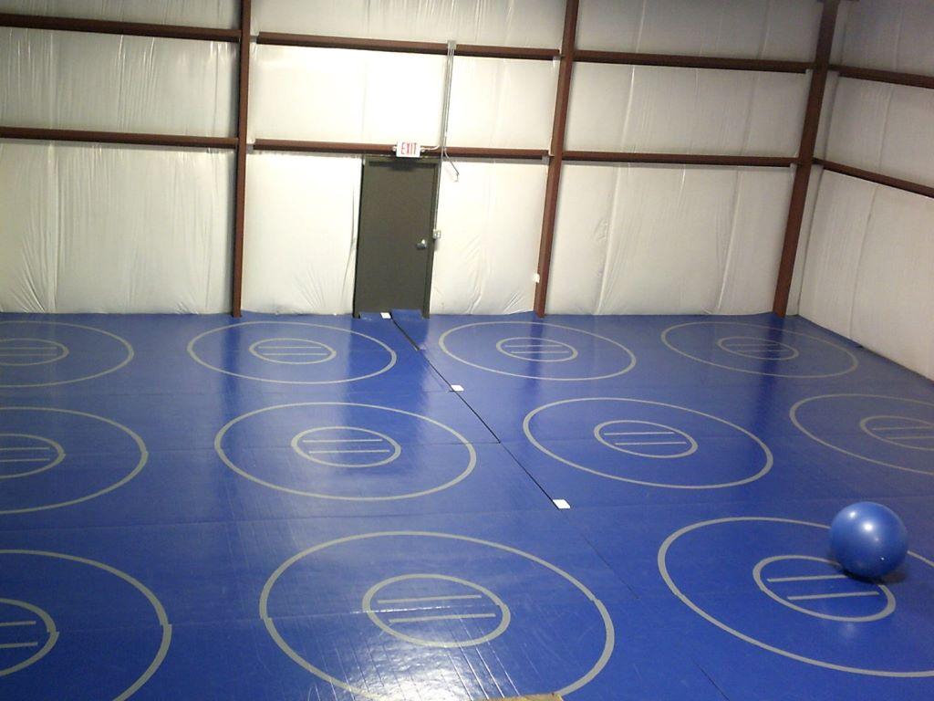 blue practice wrestling mats, practice wrestling circles, grappling gym mats
