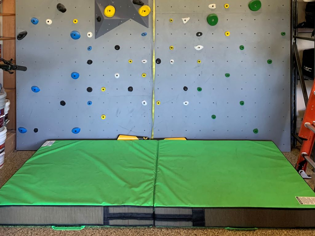 Home rock wall crash mat