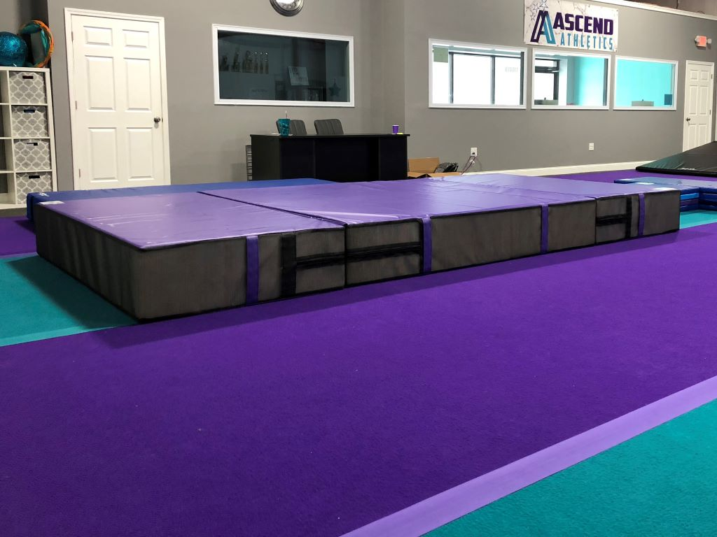 Cheerleading landing crash mats