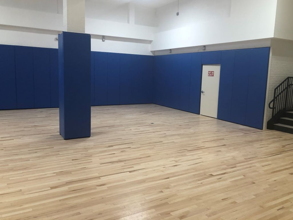 School gym protective wall mats