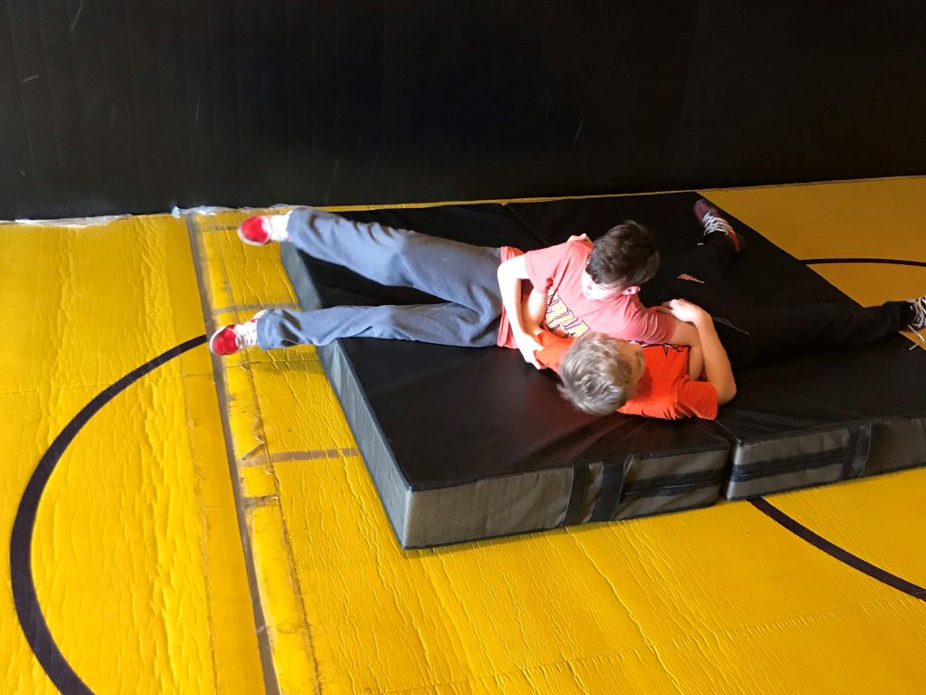 Home wrestling practice crash mat