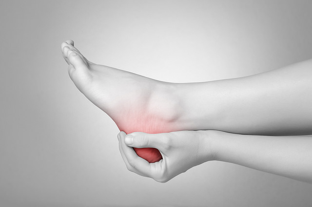 causes and symptoms of ankle pain