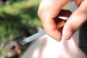Alchemlife-Phytorelief CC-Cigarette in Hand
