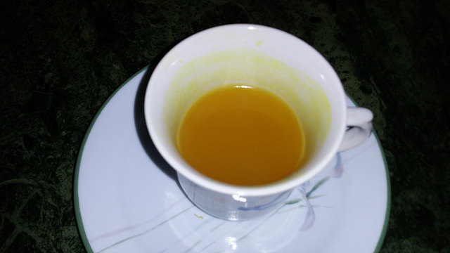 Turmeric tea for cold and cough relief