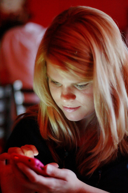 Cell phone addiction can lead to joint injuries