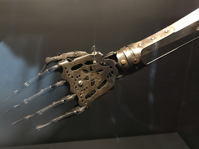 Scientists develop system to control artificial hands just by thinking