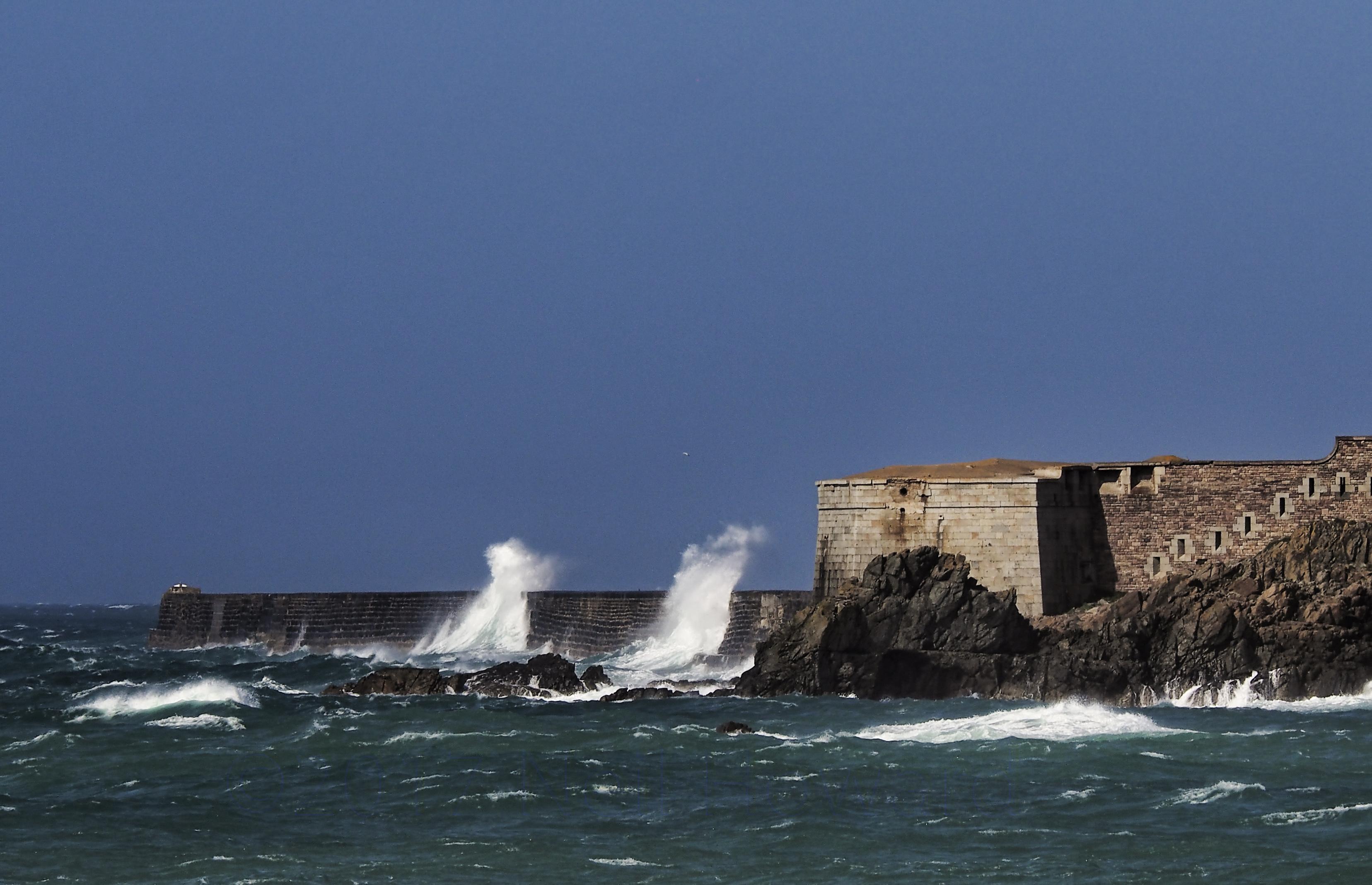 Neil howard 06.06.17 waves hitting the breakwater on alderney