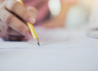 Imagem mão escrevendo no redação - PRF