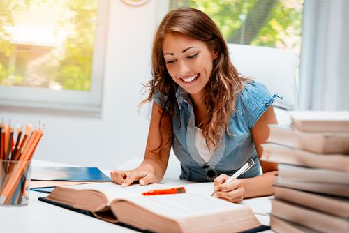 Ter uma rotina de estudos, manter cuidados com o corpo e acreditar que vai ser aprovado são combustíveis que ajudam a seguir firme e forte nos estudos para concursos