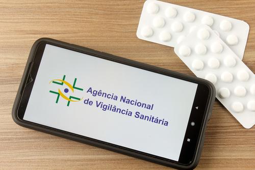 A Anvisa tem a função de regulamentar produtos e serviços nacionais e internacionais para uso no Brasil