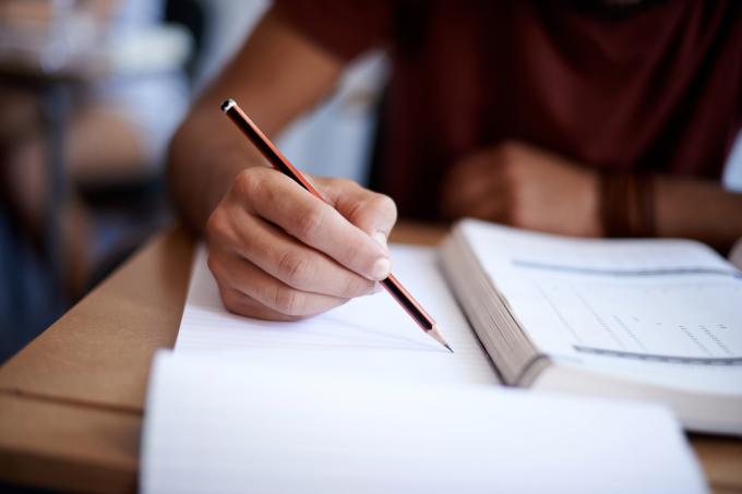 O primeiro passo para ter sucesso nos concursos é saber organizar os estudos. Baixe o roteiro do AlfaCon e comece a sua preparação!