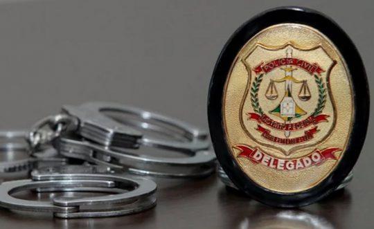O Delegado de Polícia é, em geral, o responsável por comandar investigações e desvendar crimes. No entanto, o Delegado Civil e o Delegado Federal não investigam o mesmo tipo de delito. Veja as diferenças entre as carreiras!