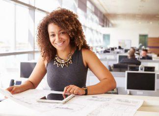 O cargo de escriturário de banco é responsável por fazer a comercialização de produtos e serviços do banco; manter o contato com clientes, entre outras funções. A carreira oferece iniciais de R$ 4 mil