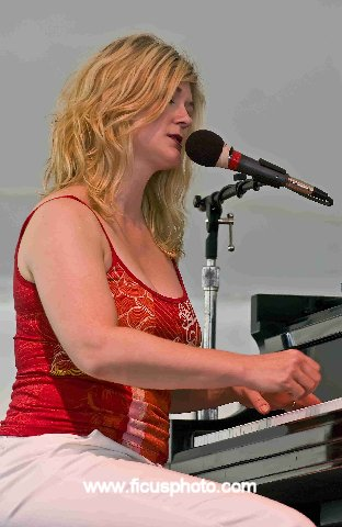 Dena Derose -- Litchfield Jazz Festival 2006