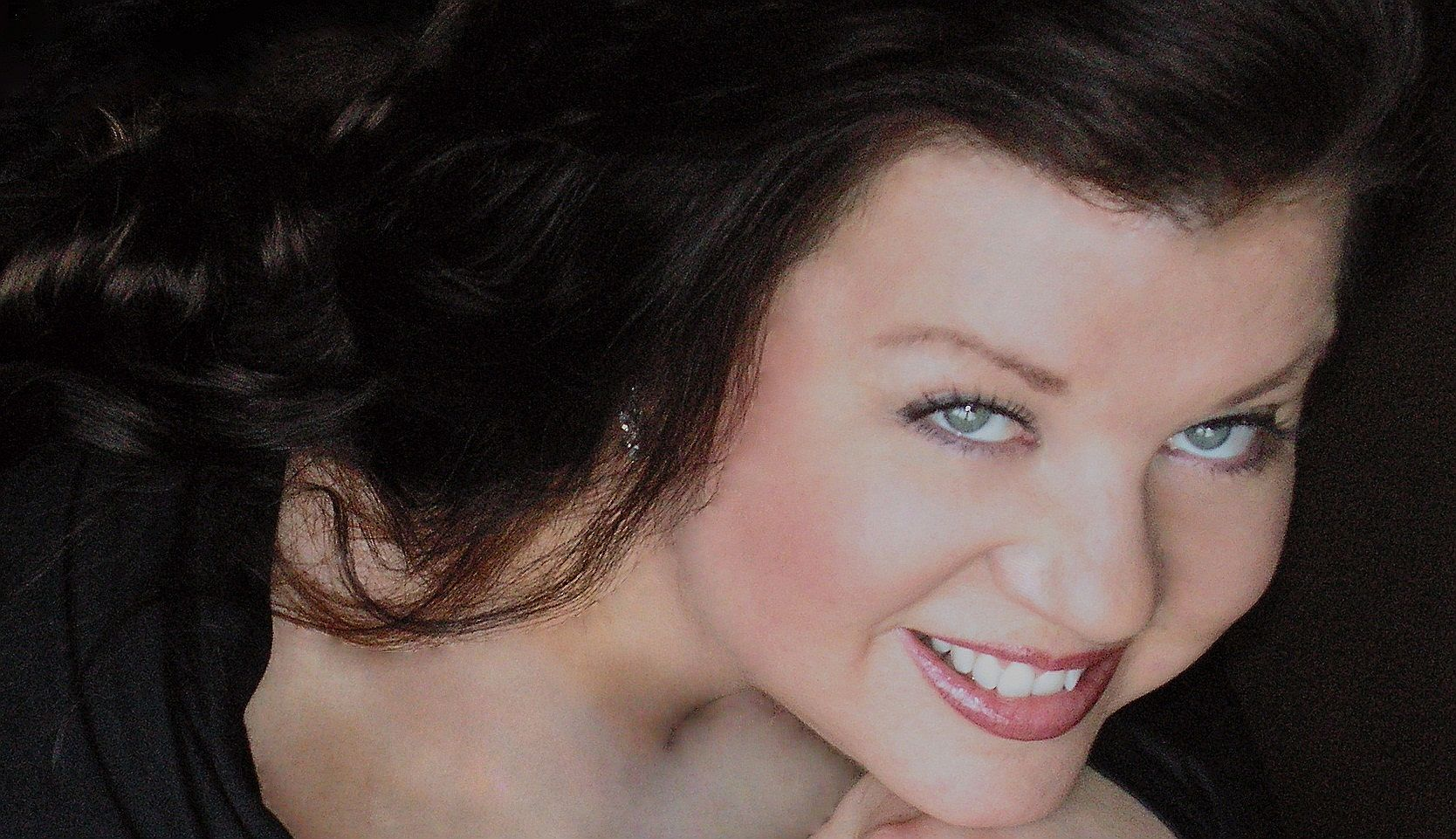 Paula Harris Horizontal Format Headshot 2011