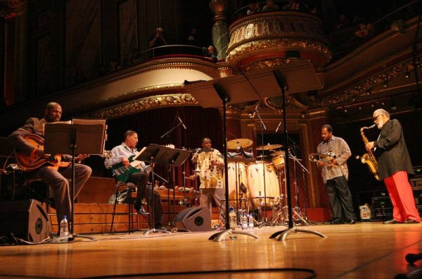 """Bobby Broom, Bob Cranshaw, Kimati Dinuzulu, Clifton Anderson and Sonny Rollins with """"Sonny Rollins Quintet"""" at the Victoria Hall"""