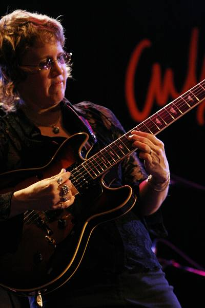 """Sheryl Bailey with """"David Krakauer - Klezmer Madness"""" at the Cully Jazz Festival, Cully, Switzerland, April 2006"""