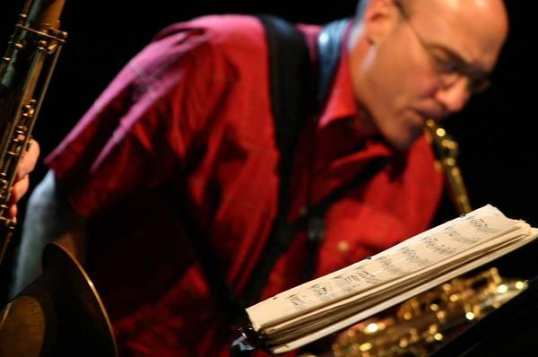 "Jon Raskin with ""Rova Saxophone Quartet"" at Maison de la Radio, RSR, Espace 2, Lausanne, Switzerland, 2004"