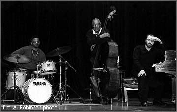 Ray Brown Trio, Featuring Kariem Riggins on Drums and Larry Fuller on Piano (2000)