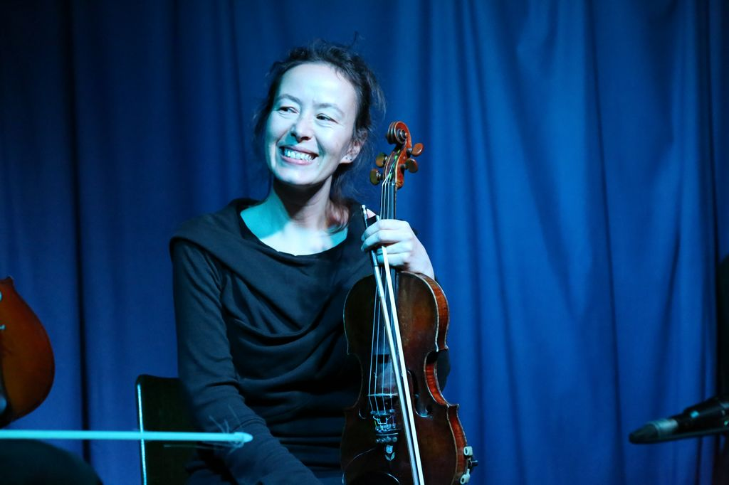 Alison Blunt with Barrel at Sonic Imperfections, Photo c Beibei Wang 2014