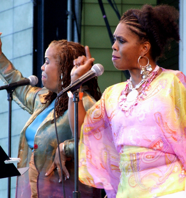 2006 Chicago Jazz Festival, Saturday: Maggie (Left) and Africa Brown Salute Their Father, Oscar Brown Jr.