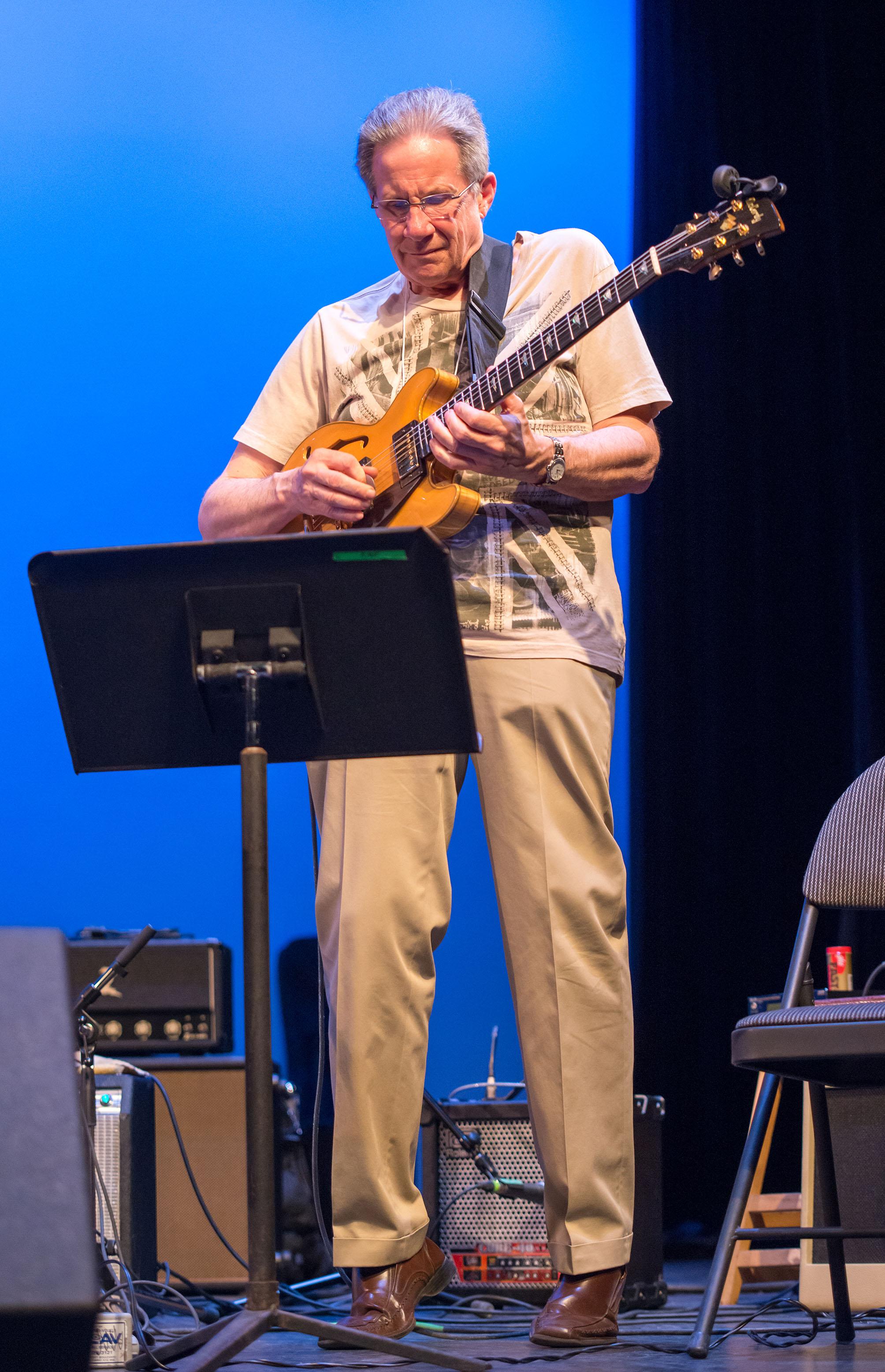 Vic Juris & Roddy Ellias, Guitarnow! 2013