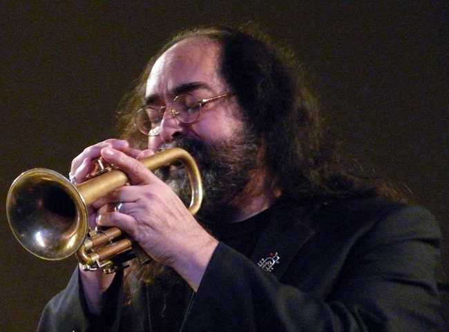 Dennis Gonzalez Yells at Eels