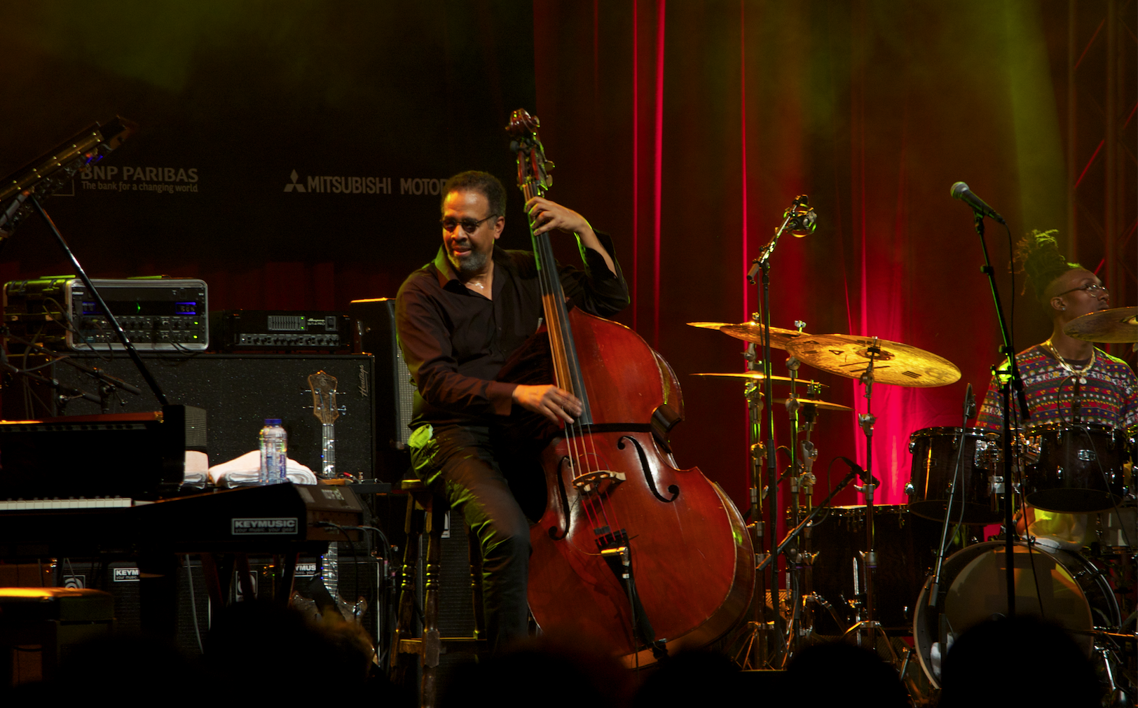 A musical dialogue between Stanley Clarke, Michael Mitchell on drums