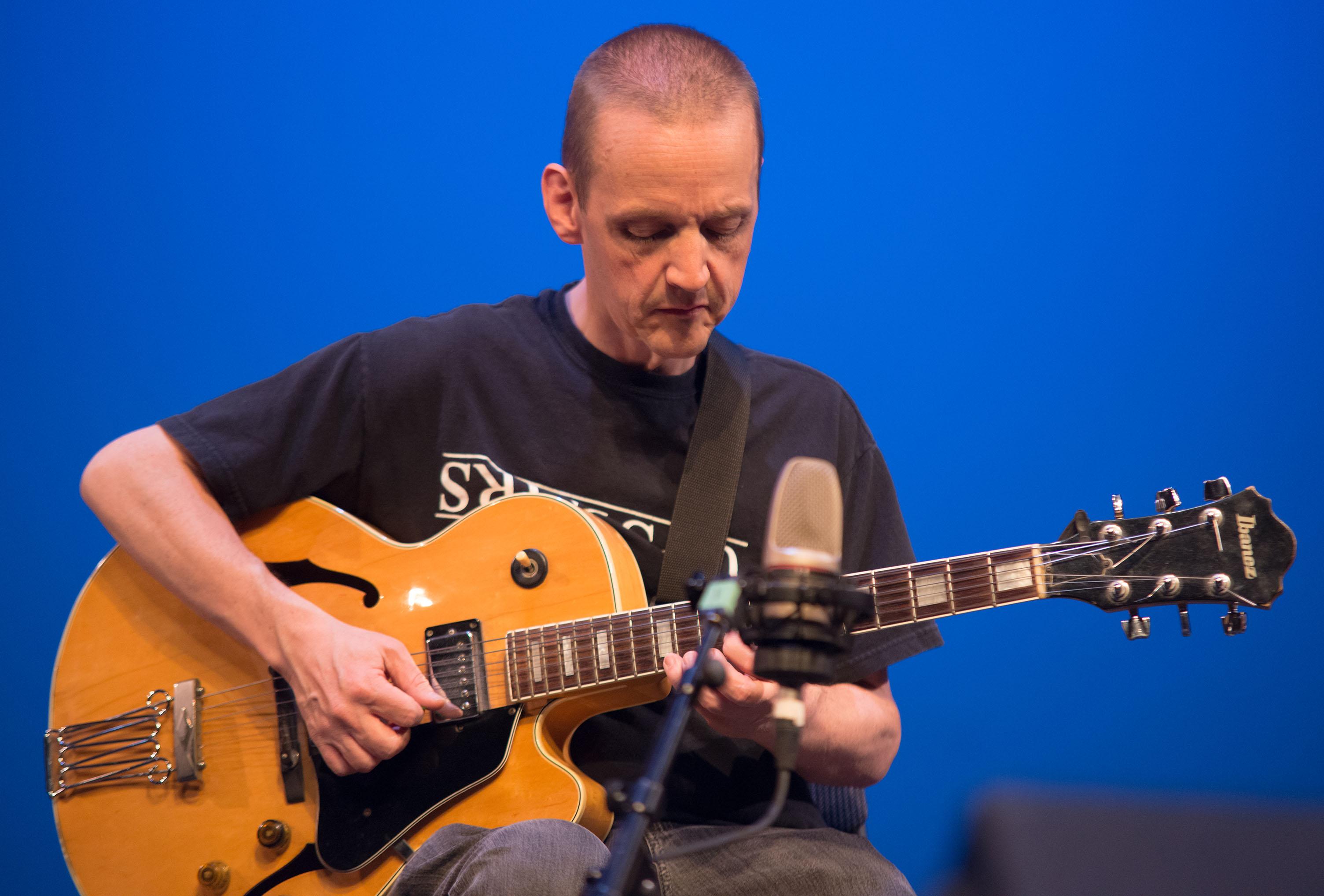 Mike rudd, guitarnow! 2013