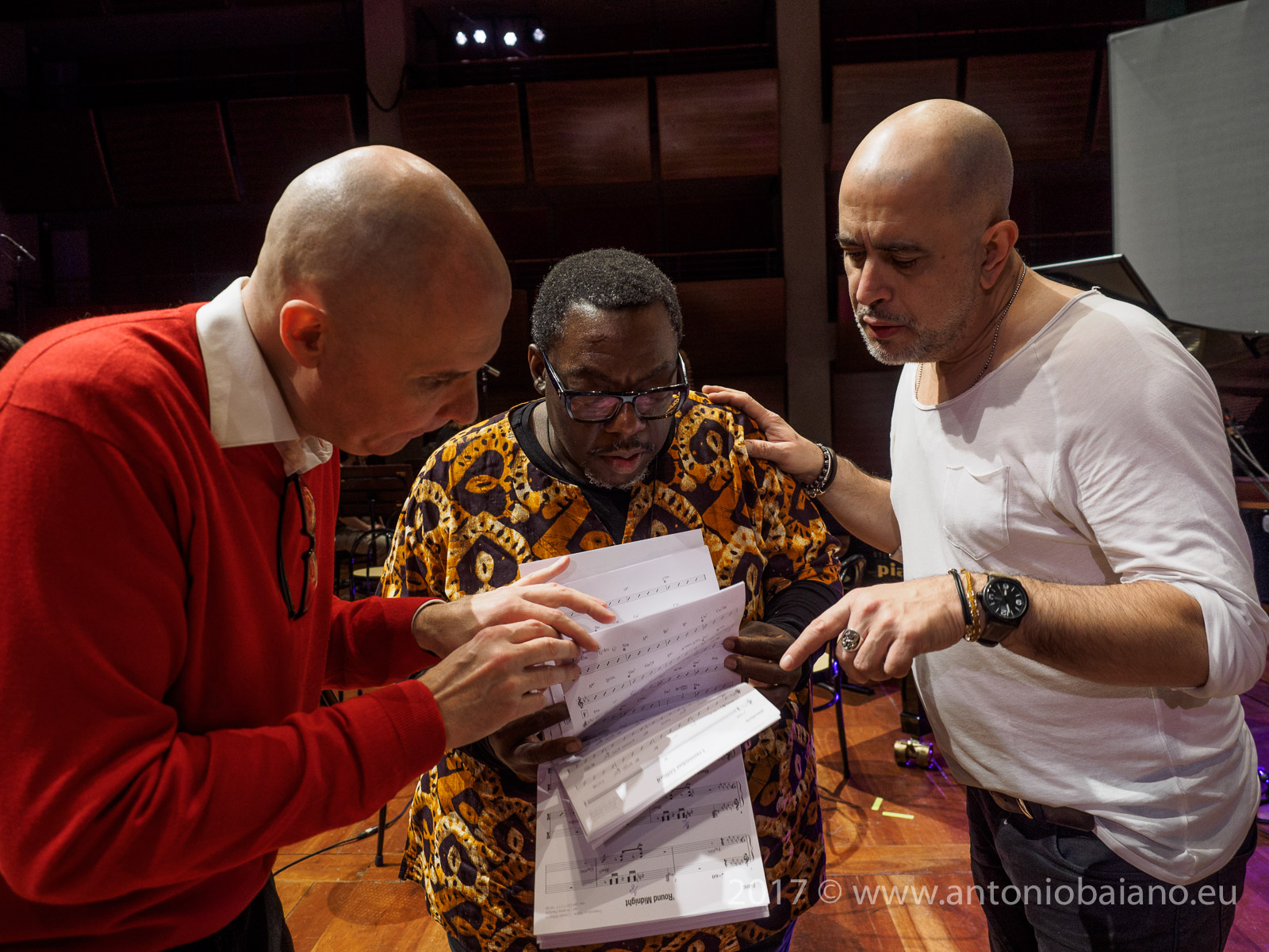 Andrea Ravizza with Cyrus Chestnut and Flavio Boltro during art auction - Dizzy Gillespie Centenary - Moncalieri Jazz Festival