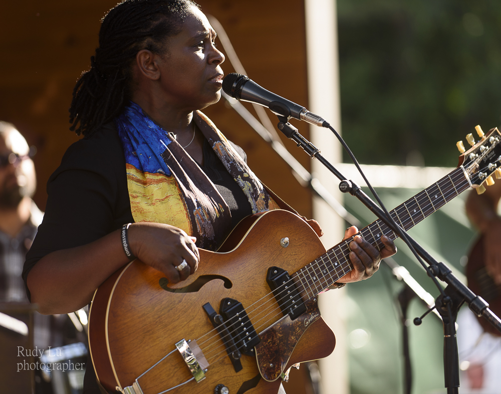 Blues  great Ruthie Foster