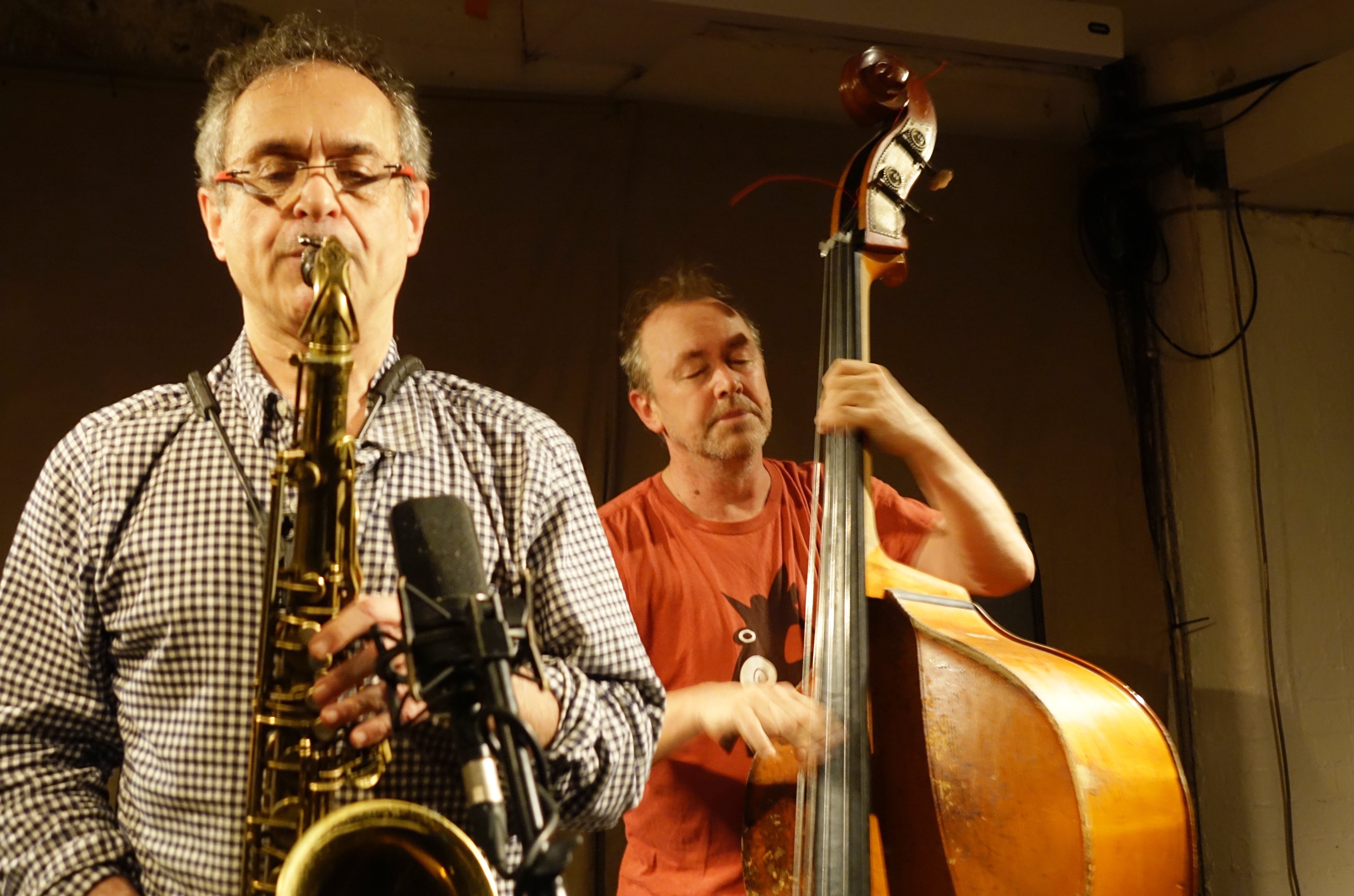 Ivo Perelman and John Edwards at Cafe Oto, London in October 2018