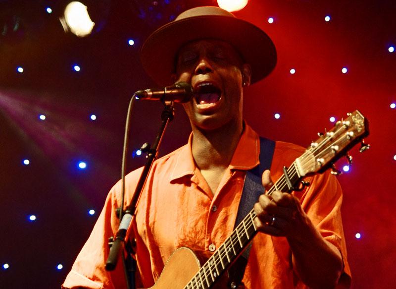 Eric bibb, love supreme jazz festival