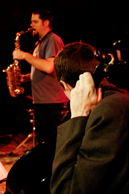 """Fred Lonberg-Holm and Dave Rempis with """"Vandermark 5"""" at the Sud Des Alpes, Amr, Geneva, Switzerland, 2005"""