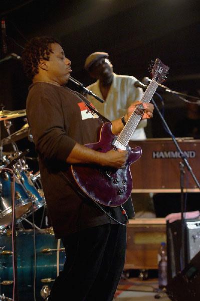 Gouvy 2006 - Lucky Peterson Sextet - R. MC Farland
