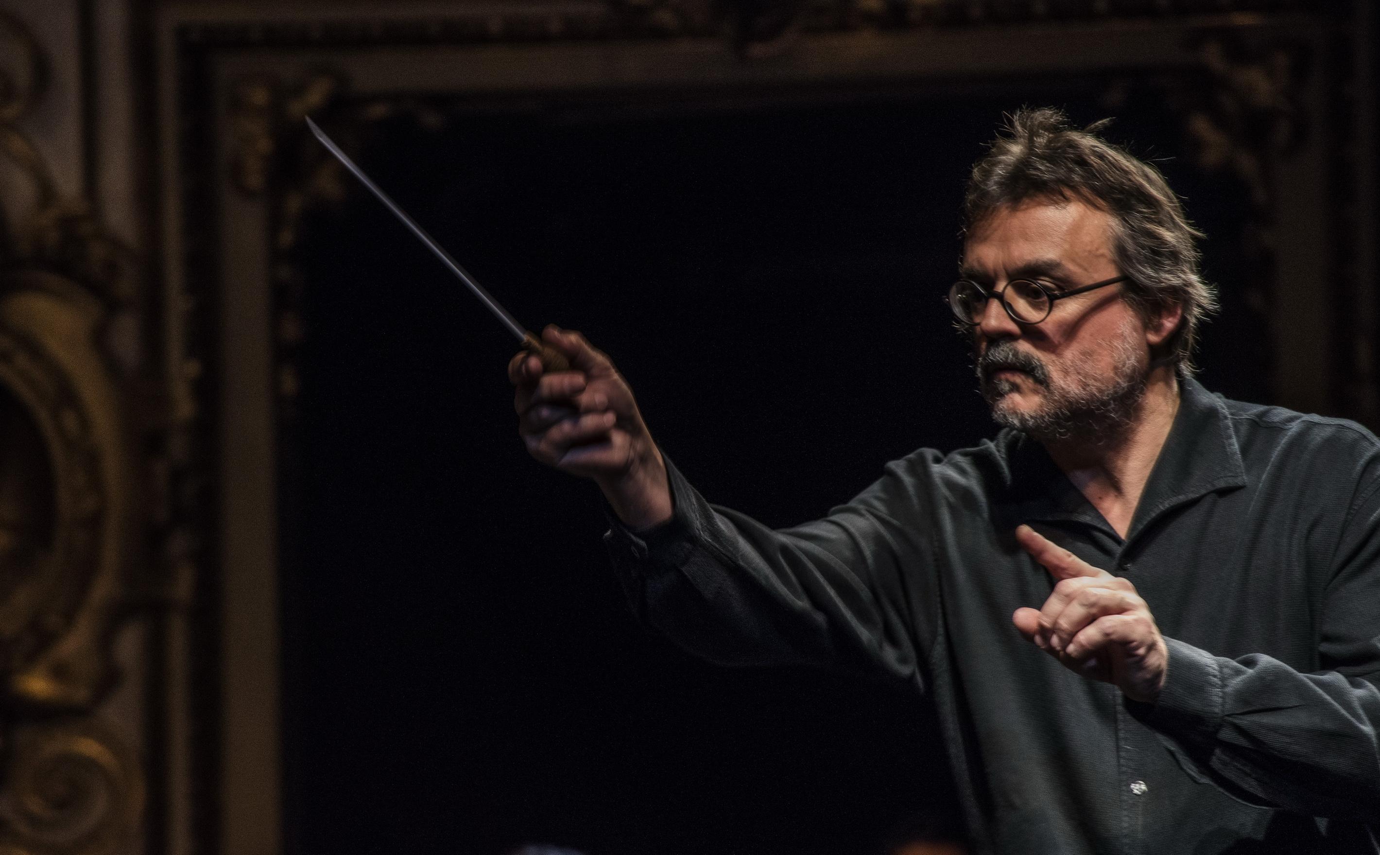 Roberto Bonati Conducts the ParmaFrontiere Orchestra
