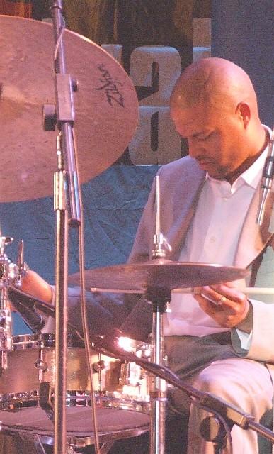 2006 Chicago Jazz Festival, Saturday: Nasheet Waits with the Bandwagon
