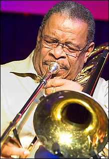 Fred Wesley - 02 - [url=http://WWW.Jazzfotografie.Eisi.At/]WWW.Jazzfotografie.Eisi.At[/Url]