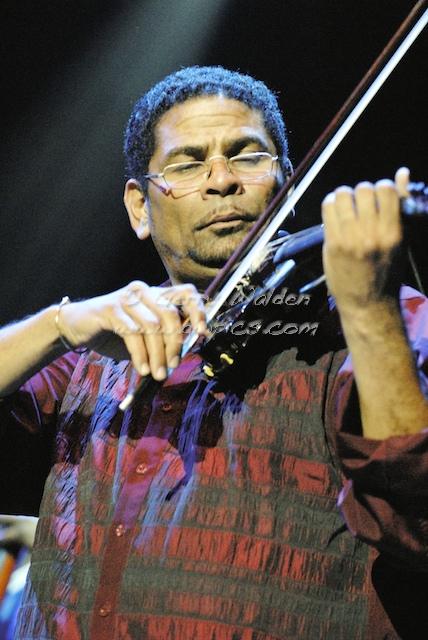 Omar Puente Playing Violin