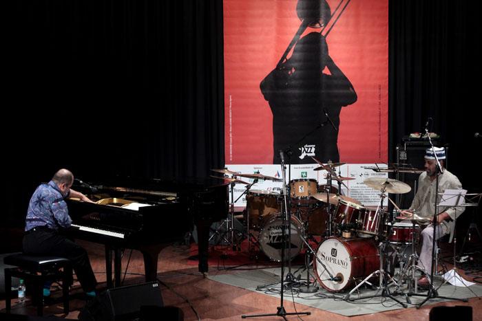 Umberto Petrin / Pheeroan akLaaf Duo: Clusone, Italy, July 21, 2012