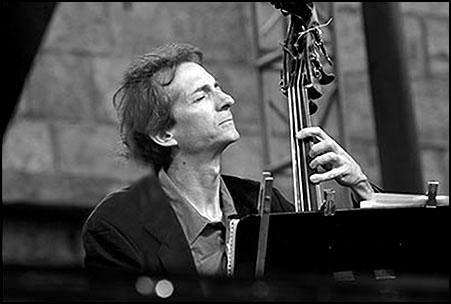 Greg Cohen<br>with Ornette Coleman<br>2004 JVC Jazz Festival in Newport R.I.