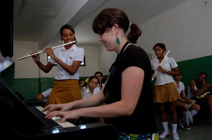 Erica Von Kleist Teaching Music Students in Cuba