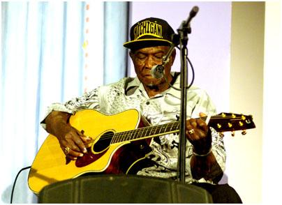 David 'Honeyboy' Edwards 23506 the Hawth, Crawley, West Sussex, UK. May 2008. Images of Jazz