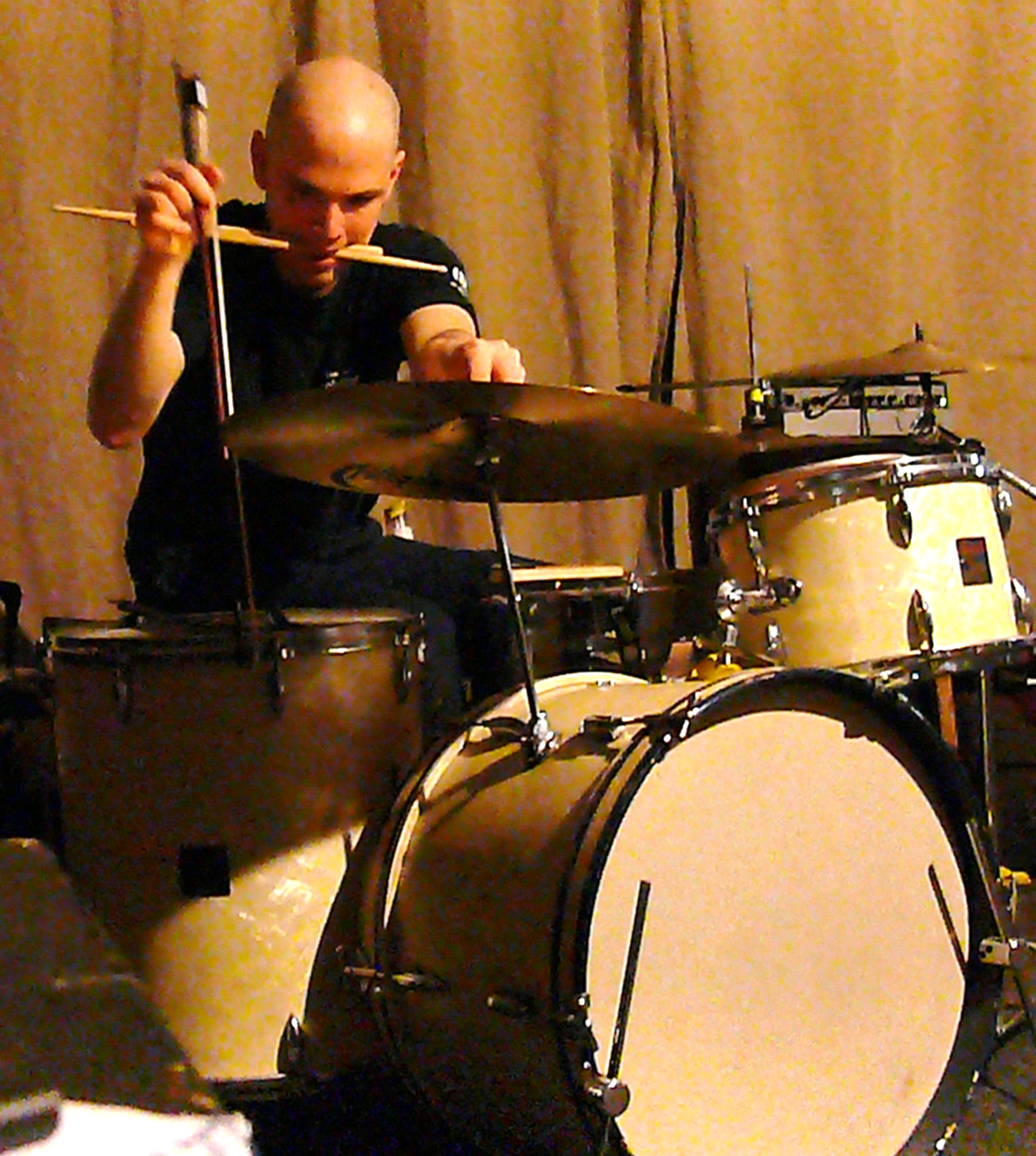 Chris Corsano at Cafe Oto, London, March 2010